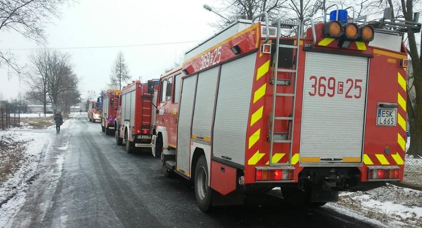Foto OSP KRSG Nowa Sucha: akcja gaśnicza trwała trzy godziny. Na miejsce pożaru przybyło wielu strażaków z okolicznych miejscowości.