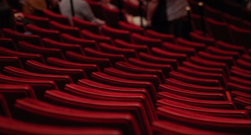 Zdjęcie przedstawia teatralne rzędy, w których zasiądą widzowie tegorocznych Dni Teatru w Skierniewicach.