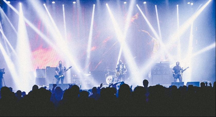 Emocjonujące koncerty, tak jak ten przedstawiony na zdjęciu, będą czekać na uczestników majowego Maj Syty Festiwalu.
